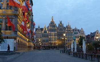 The city of Antwerp in the evening&#160;-&#160;<i>Photo:&#160;Richard Tulloch</i>
